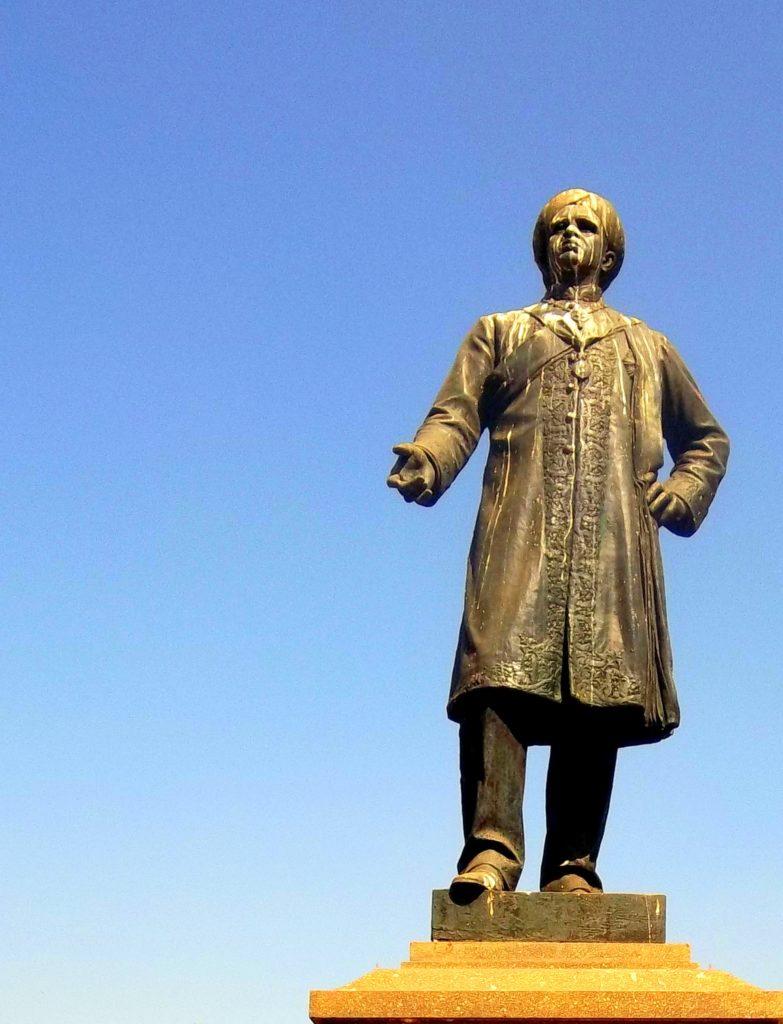 Seshadri statue
